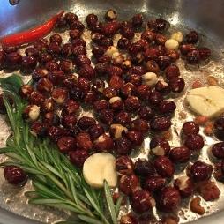 pan-fried-hazzelnuts