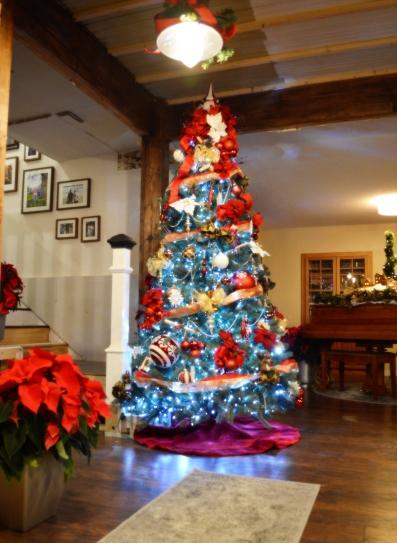 christmas-decorating-2